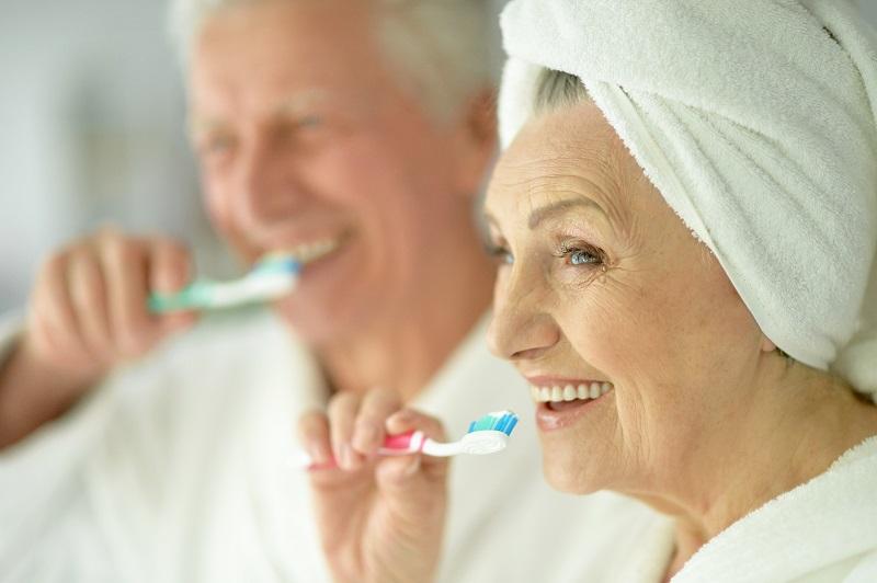 hygiène bucco-dentaire personne âgée