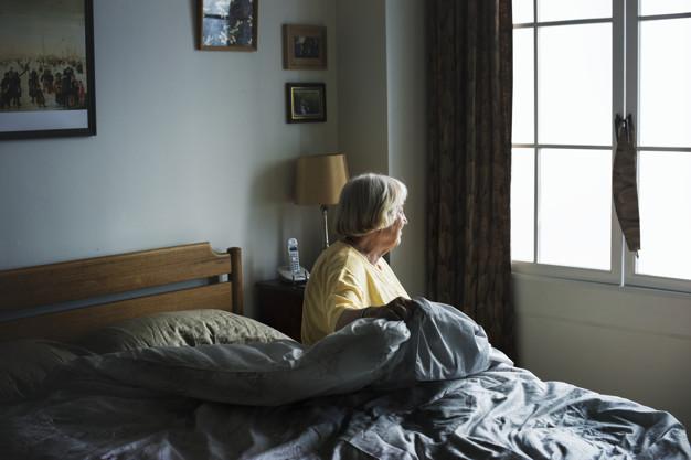 personne âgée seule